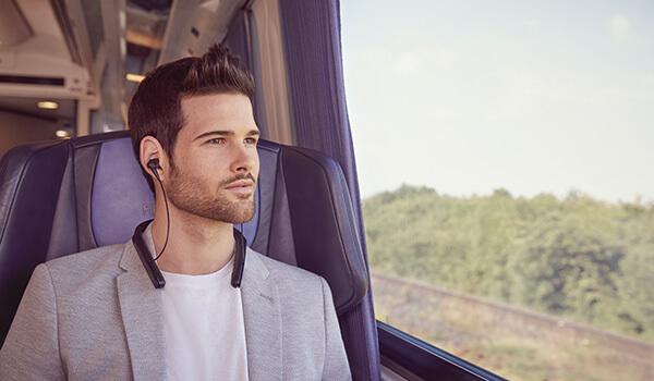 ネックバンド型「WI-1000X」ネックバンド型ワイヤレスヘッドホンで業界最高クラスのノイズキャンセリング性能により音楽に存分に浸れる
